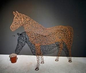 <center> Pferd, lebensgroß<br />Stahlnägel</center>